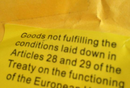 Adesivo giallo sul pacco cinese: Cos'è?